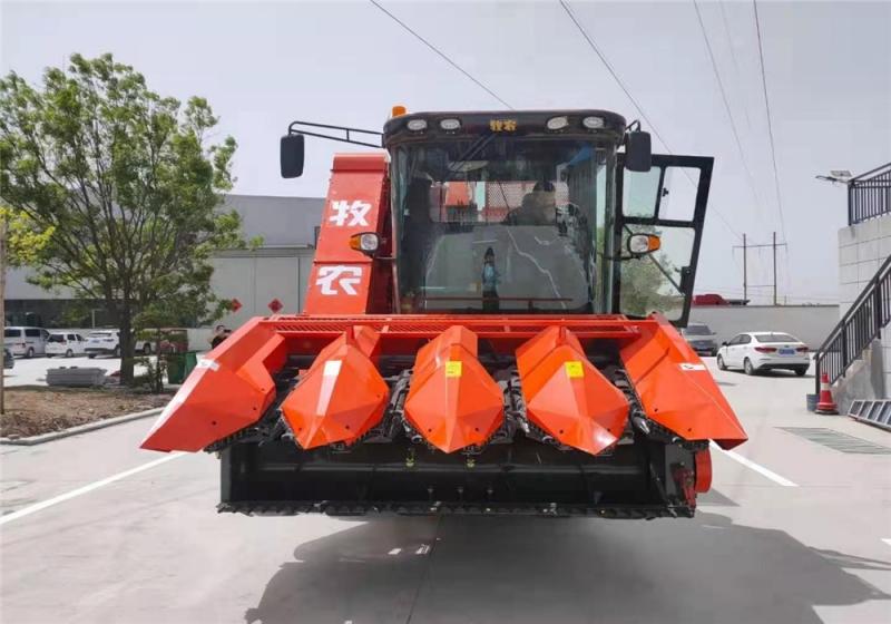 河南茎穗兼收玉米收获机厂家提醒不要这样使用青贮机